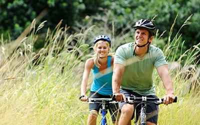 mountainbike couple outdoors