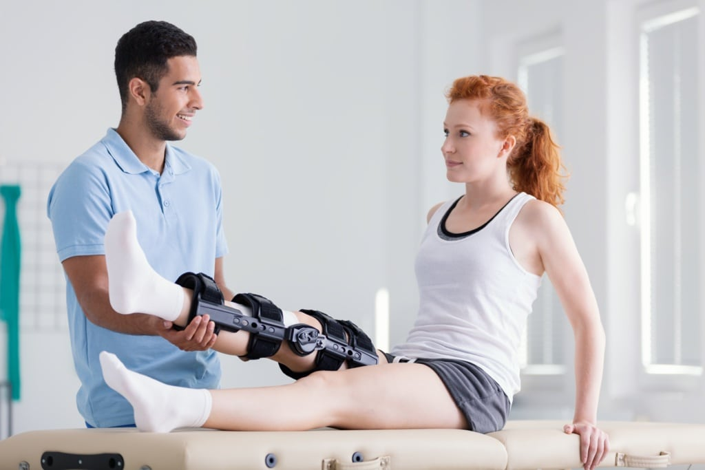 young-woman-wearing-a-brace-during-rehabilitation-5M9DXVK